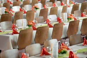 banquet-blickpixel, By CC, via Pixabay
